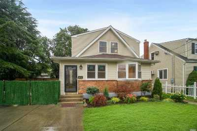 N. Massapequa Single Family Home For Sale: 205 N Walnut St
