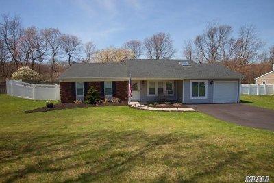 Selden Single Family Home For Sale: 28 Sabre Dr