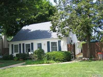 Levittown Single Family Home For Sale: 115 Prairie Ln