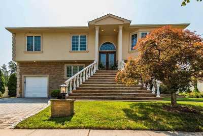 Merrick Single Family Home For Sale: 2408 Keeler Ave