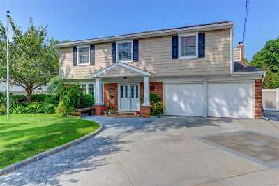 West Islip Single Family Home For Sale: 426 Everdell Ave