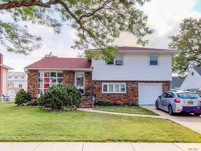 Freeport Single Family Home For Sale: 485 Roosevelt Ave