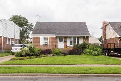 Hicksville Single Family Home For Sale: 61 Combes Ave