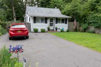 Selden Single Family Home For Sale: 60 S Evergreen Dr