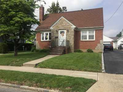 New Hyde Park Single Family Home For Sale: 34 Old Stewart Ave