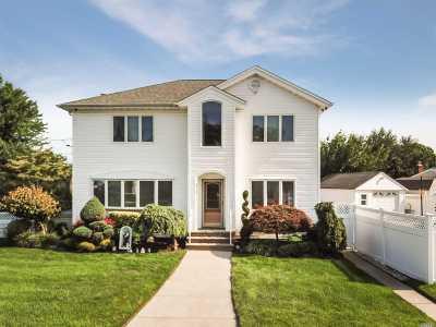 Oceanside Single Family Home For Sale: 475 Chelsea Rd