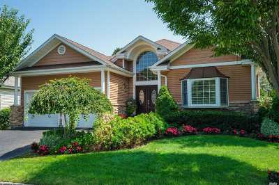 Smithtown Single Family Home For Sale: 71 Redan Dr
