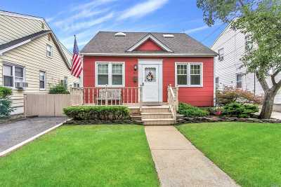 Bellmore Single Family Home For Sale: 803 Oak St