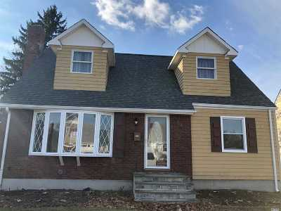 Single Family Home For Sale: 32 Aster Ave