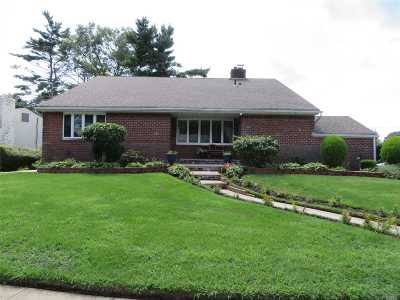Freeport Single Family Home For Sale: 12 Meadow Ln
