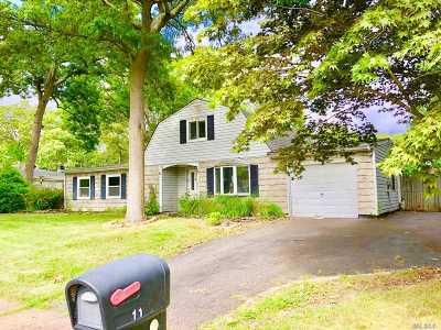 Farmingville Single Family Home For Sale: 11 Spurwoods Ln