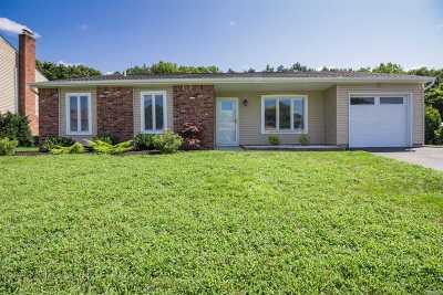 Holbrook Single Family Home For Sale: 125 Springmeadow Dr