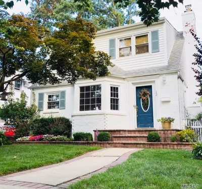 Malverne Single Family Home For Sale: 22 Beech Ct