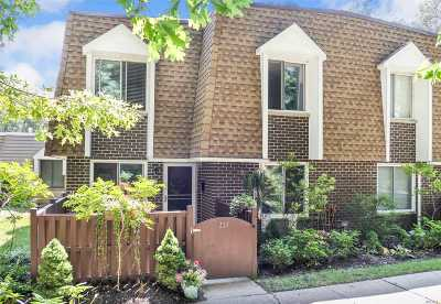 Pt.jefferson Sta Condo/Townhouse For Sale: 279 Sagamore Hills Dr