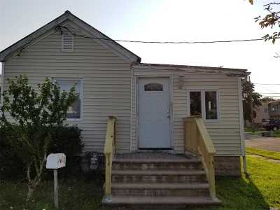 Lindenhurst Single Family Home For Sale: 2 Sands Ln