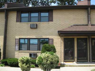 Bellmore Condo/Townhouse For Sale: 510 Bedford Ave