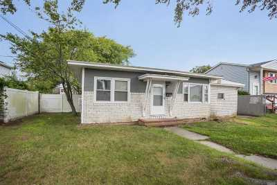 Patchogue Single Family Home For Sale: 55 Price St