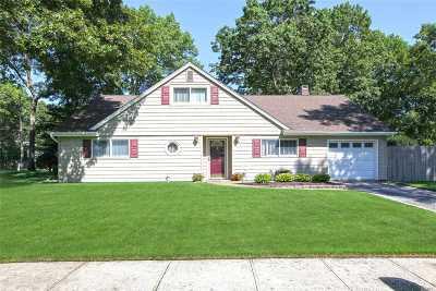 Holbrook Single Family Home For Sale: 9 Ballad Cir