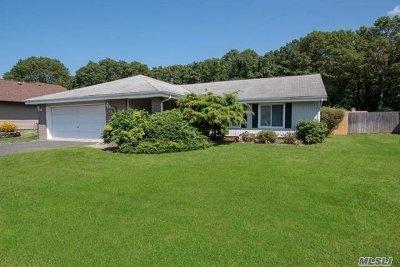 Holbrook Single Family Home For Sale: 809 Greenbelt Pkwy