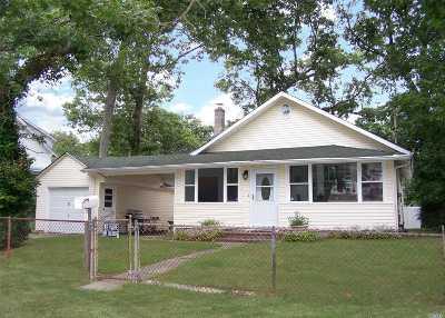 Ronkonkoma Single Family Home For Sale: 473 Michigan St