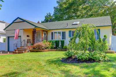 East Meadow Single Family Home For Sale: 787 Blackstone Ave