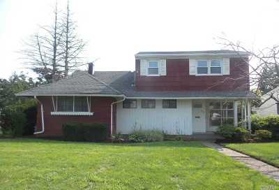 Oceanside NY Single Family Home For Sale: $443,000