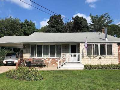 Huntington Single Family Home For Sale: 23 Glenwood Ln