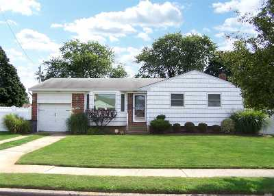 Deer Park Single Family Home For Sale: 14 Byway Dr