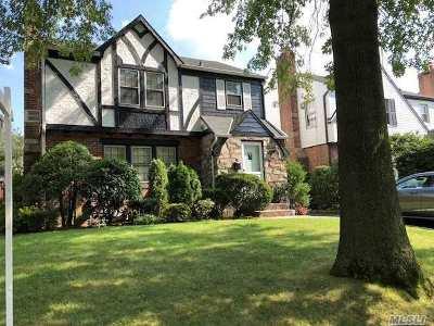 Little Neck Single Family Home For Sale: 251-22 Van Zandt Ave