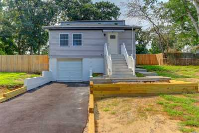 Selden Single Family Home For Sale: 112 S Evergreen Dr