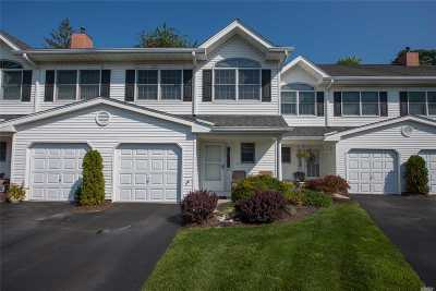 West Islip Condo/Townhouse For Sale: 27 S Country Common