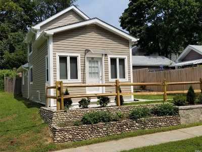 Huntington Single Family Home For Sale: 20 May St