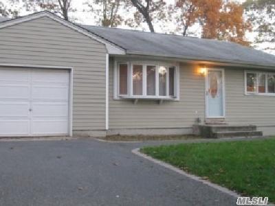 Ronkonkoma Single Family Home For Sale: 351 Breeze Ave