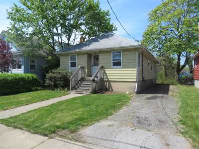 Freeport Single Family Home For Sale: 24 Lenox Pl