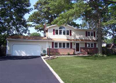 Ronkonkoma Single Family Home For Sale: 2240 Pond Rd