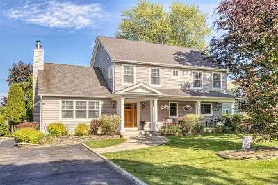 Center Moriches Single Family Home For Sale: 111 Hewitt Blvd