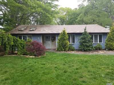 Selden Single Family Home For Sale: 43 Biscayne Dr