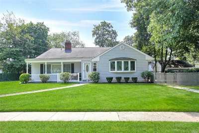 Westbury Single Family Home For Sale: 576 Livingston St