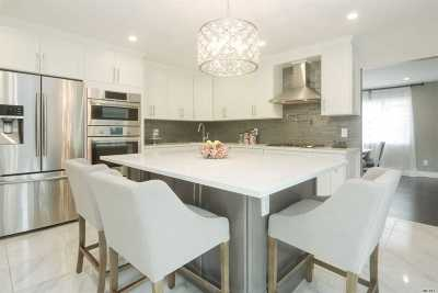 Woodmere Single Family Home For Sale: 22 Lafayette Dr
