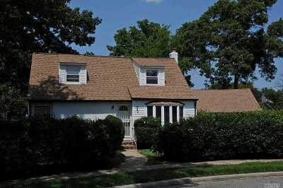 Nassau County Single Family Home For Sale: 842 Terry Ct