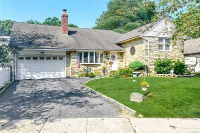 Merrick Single Family Home For Sale: 115 Park Ave