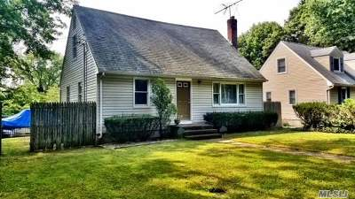 Huntington Single Family Home For Sale: 251 Manor Rd