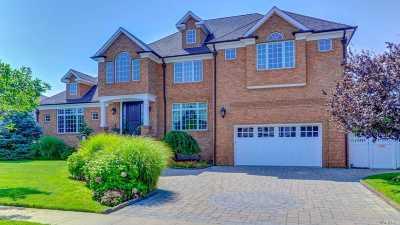 Massapequa Single Family Home For Sale: 171 W Shore Dr