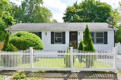Bay Shore Single Family Home For Sale: 10 Cedar St