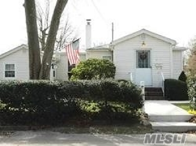 Babylon Single Family Home For Sale: 800 Freedom St