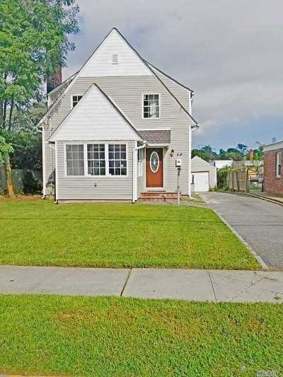 Freeport Single Family Home For Sale: 28 High Pl