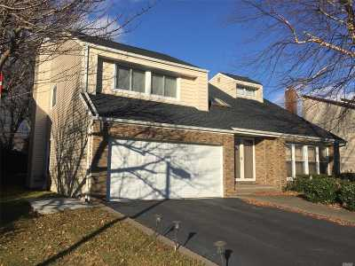Syosset Single Family Home For Sale: 15 Princeton Dr