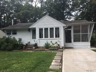 Ridge Single Family Home For Sale: 60 Corchaug Trl