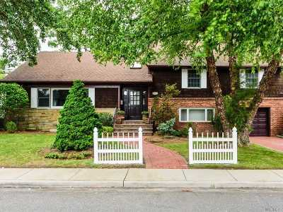 Woodmere Single Family Home For Sale: 110 Finucane Pl