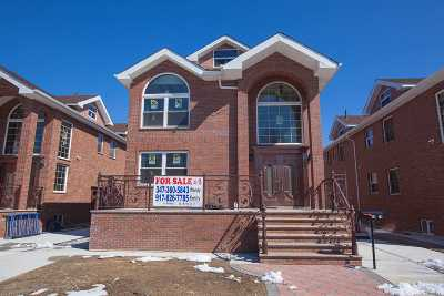 Bayside Single Family Home For Sale: 58-33 220th St